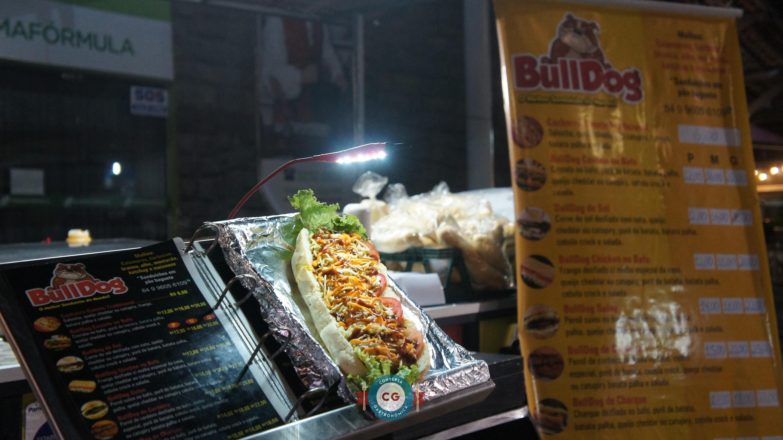 No cardápio do Bull Dog existem oito tipos de sanduíches à disposição dos clientes