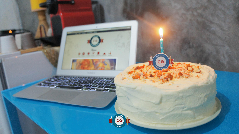 1 ano de CG com bolo para celebrar