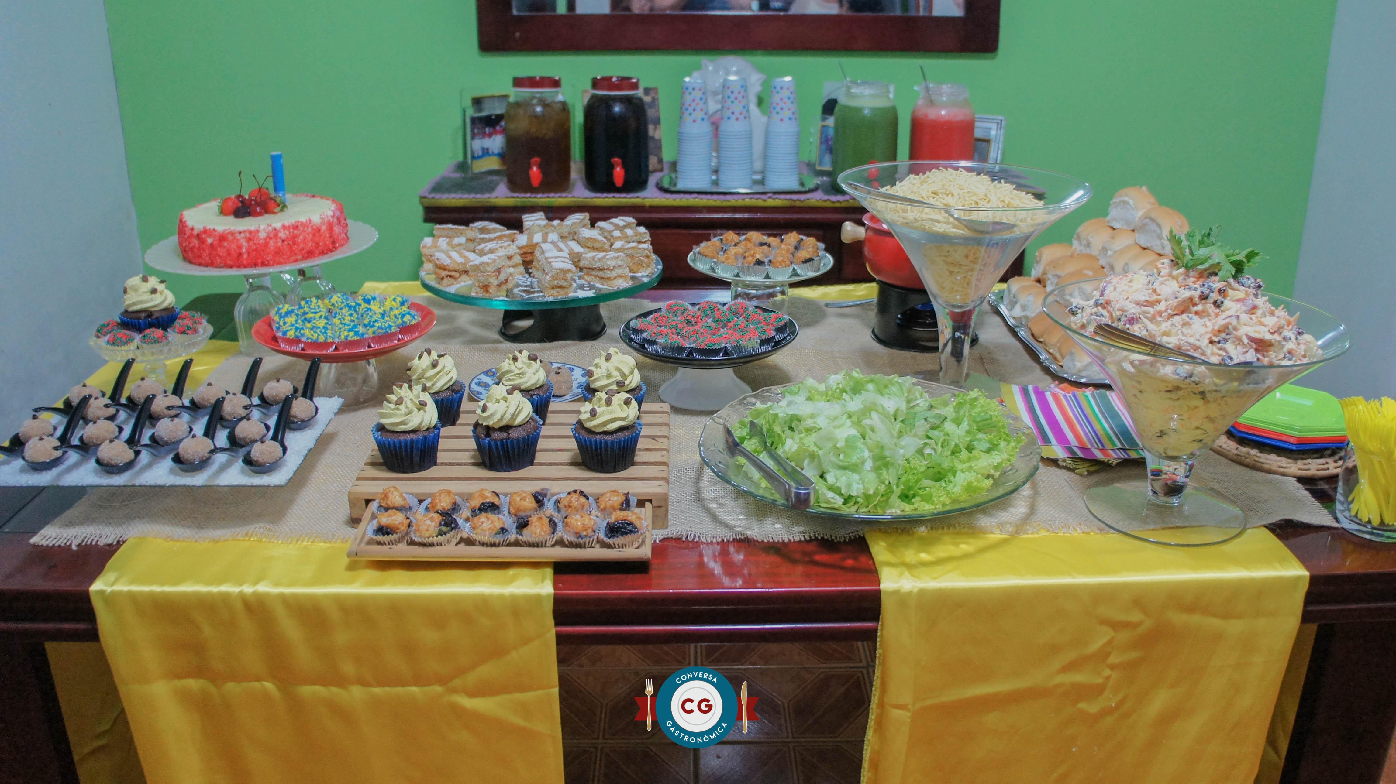 Como montar uma mesa criativa de comida e bebida para festas