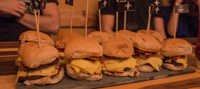 Burger na brasa é aposta da Barba Branca Hamburgueria