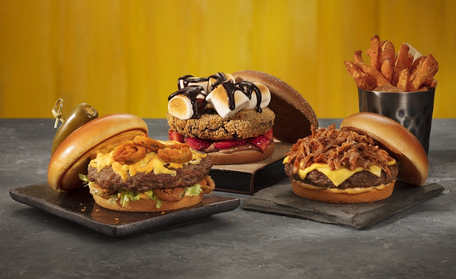 Outback propõe experiência com burger doce e salgado