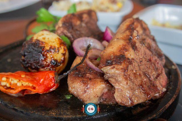 Tradição gaúcha à mesa no Tchê Restaurante