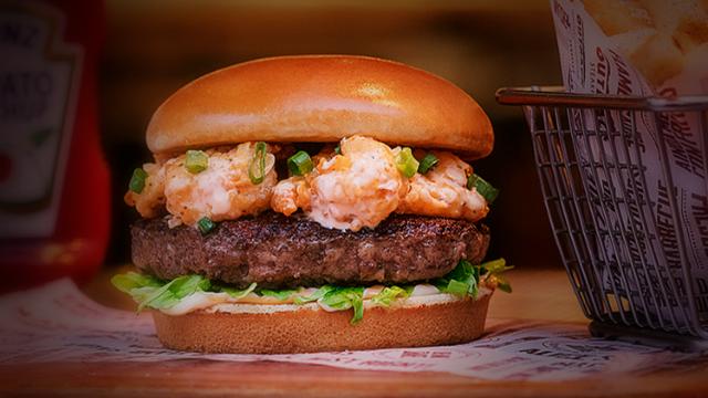 Burgers de camarão e costela voltam ao Outback em meio à novidade virtual