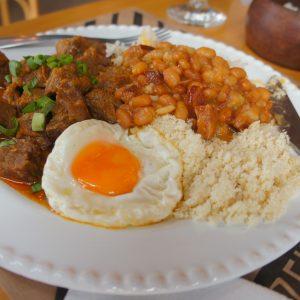 Cozinha do Zeh tem comida de afeto e tempero regional