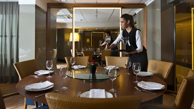 Golden Tulip Natal Ponta Negra reabre restaurante Yuru em Natal