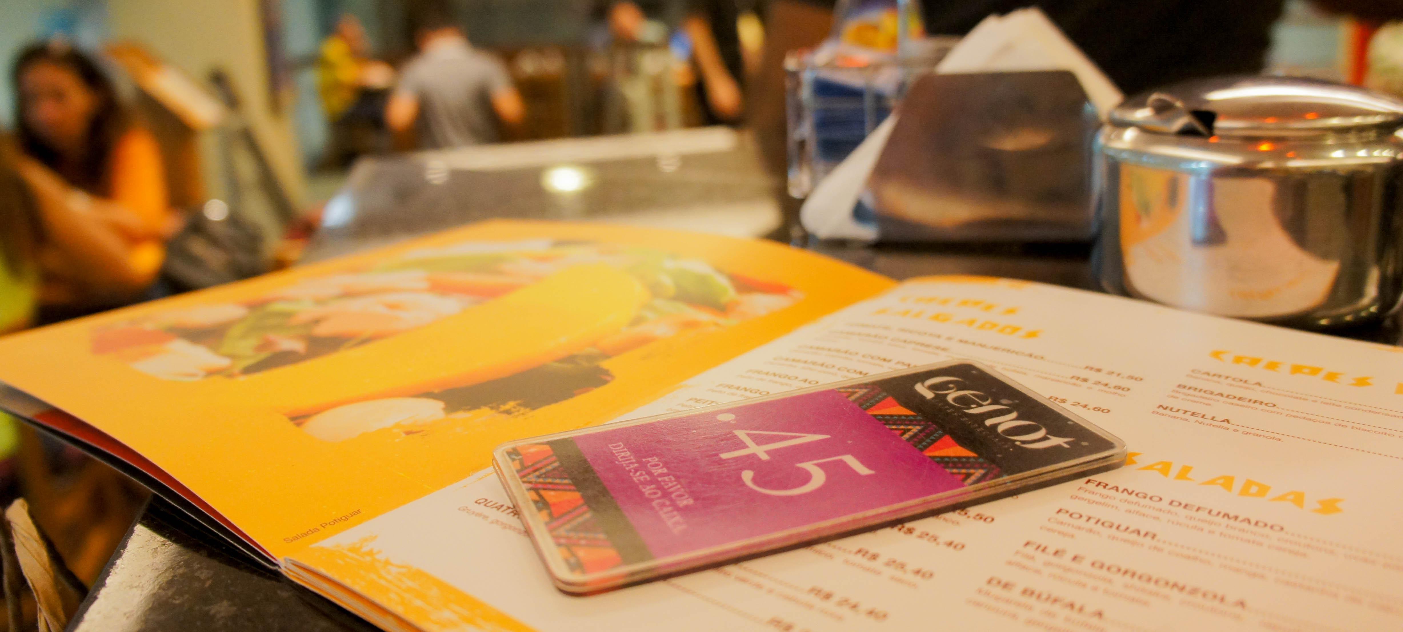Café, livros e boa comida