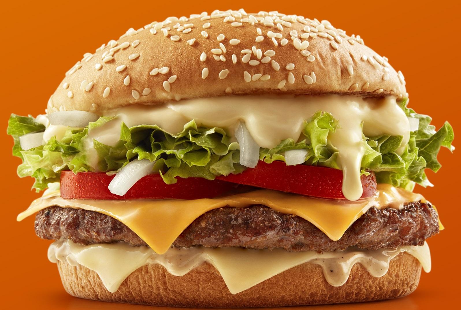Mc Donald's lança maior sanduíche da rede com mix de queijos