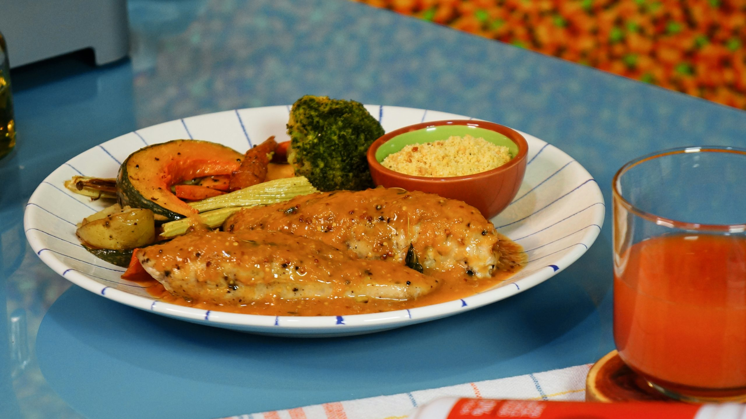 Faça um frango com legumes ao molho de acerola